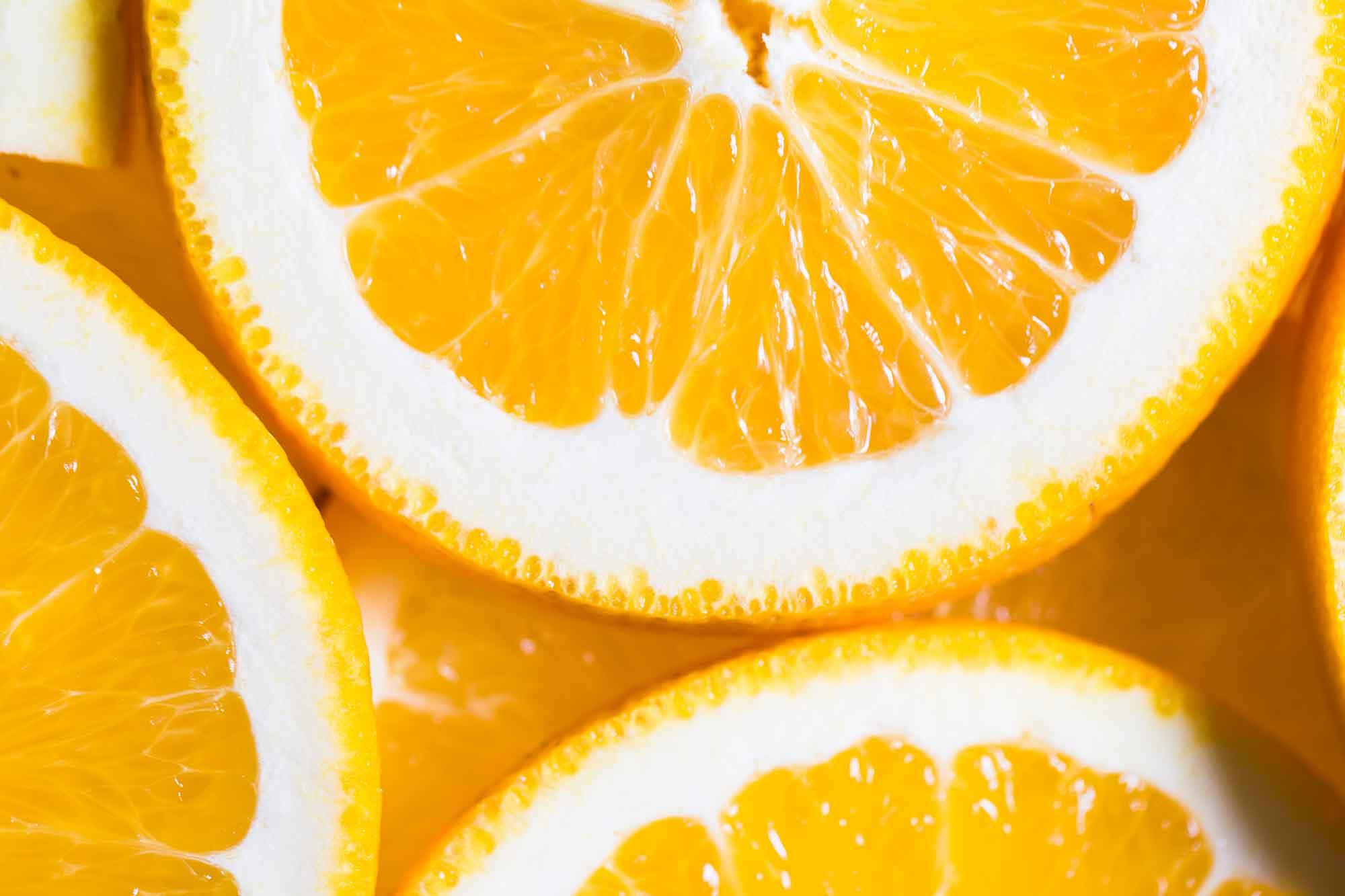 Mitos y verdades el Zumo de Naranja natural recién cogida.