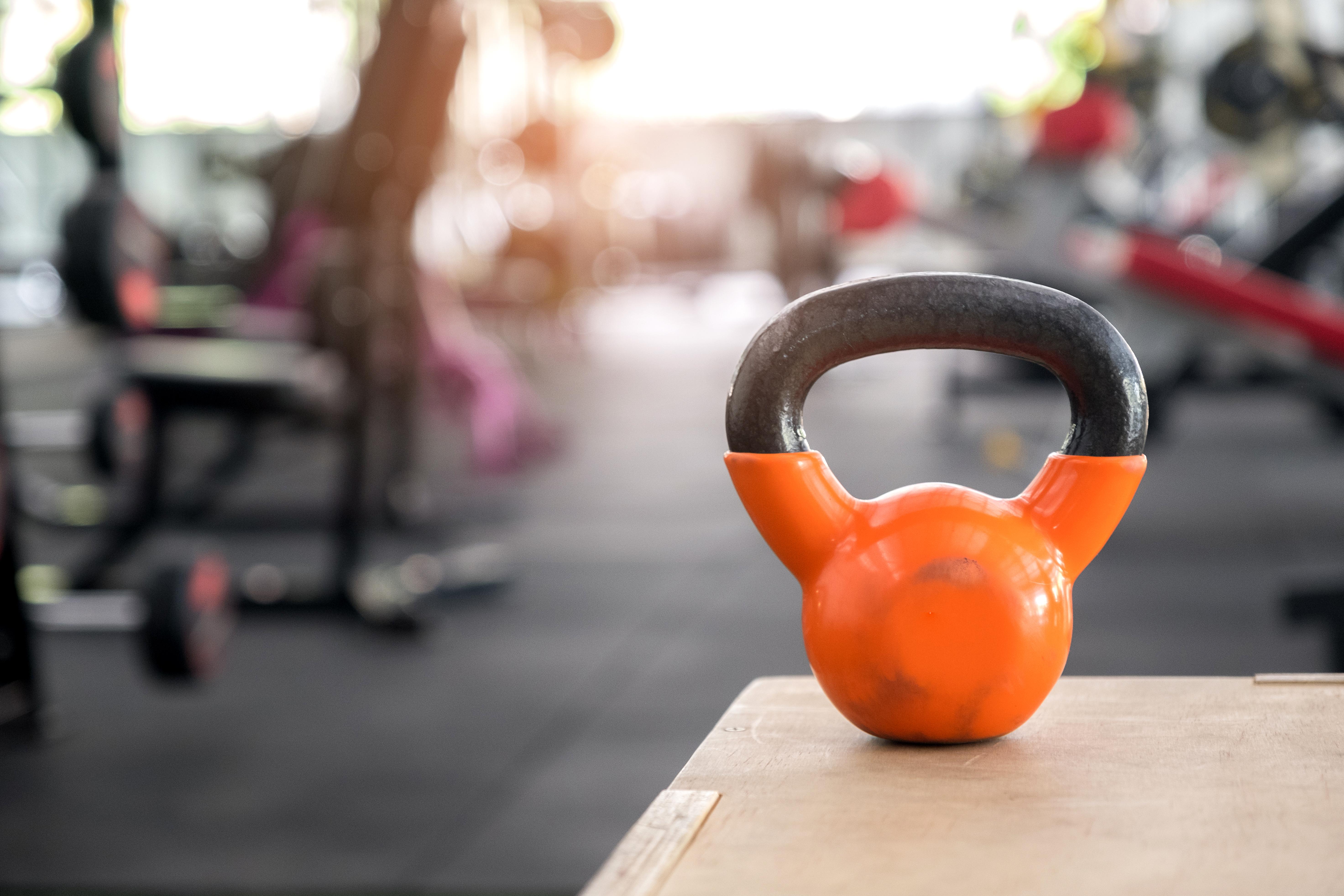 un vaso de zumo de naranja nos aporta vitamina c que favorece la absorcion de hierro
